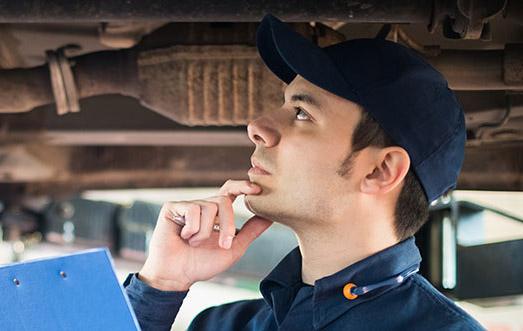 Mechanic doing an mot on a vehicle - MOT Testing Glasgow